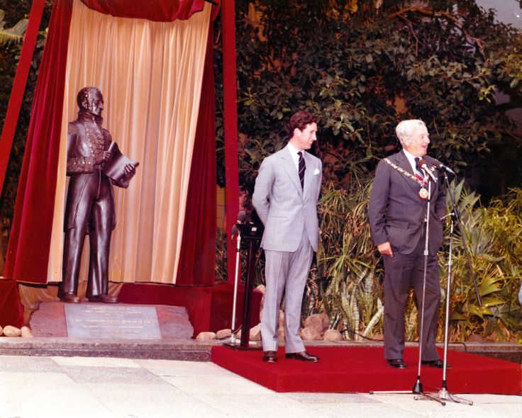 05 HRH Charles, Prince of Wales, & Lord Mayor Fred Chaney unveil Captain James Stirling's statue, 1979  http://encore.slwa.wa.gov.au/iii/encore/record/C__Rb3654906