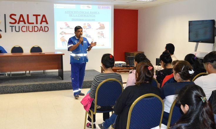 Exitosa convocatoria para el curso de Primeros Auxilios: Empleados municipales, estudiantes de Enfermería, técnicos en higiene y seguridad,…