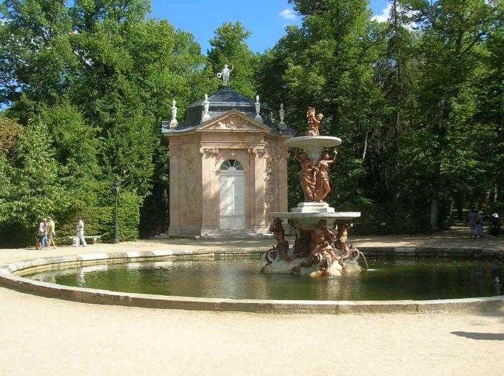 -La Fontana delle Tre Grazie e dietro il Padiglione dei Marmi, dove cantava Farinelli--Palazzo Reale  La Granja de S. Ildefonso, Segovia, Spagna