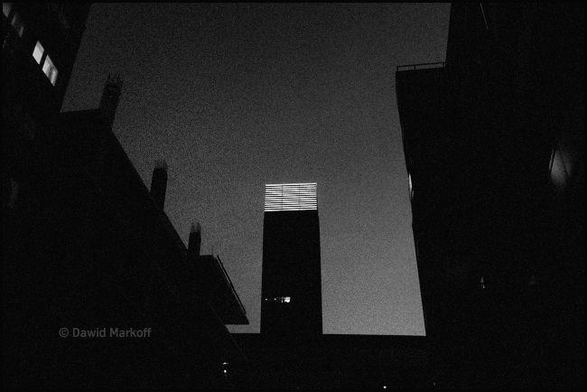 Cosmopolitan nocą by Dawid Markoff