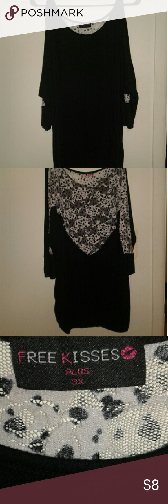 Cute 3x plus size sheer back top Its a 3x plus size i wear a XL and it looks great its slouchy and has open shoulder sleeves  the sheer dezign on the back are flowers free kiss  Tops