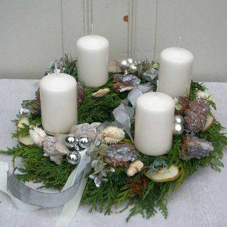 Adventskranz frisch mit 4 weißen Kerzen
