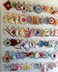 Vintage Potholders : MaggieWeldon.com———see other Potholder boards