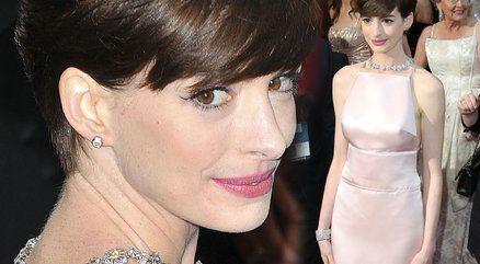 Anne Hathaway przeprosiła za swoją oscarową suknię