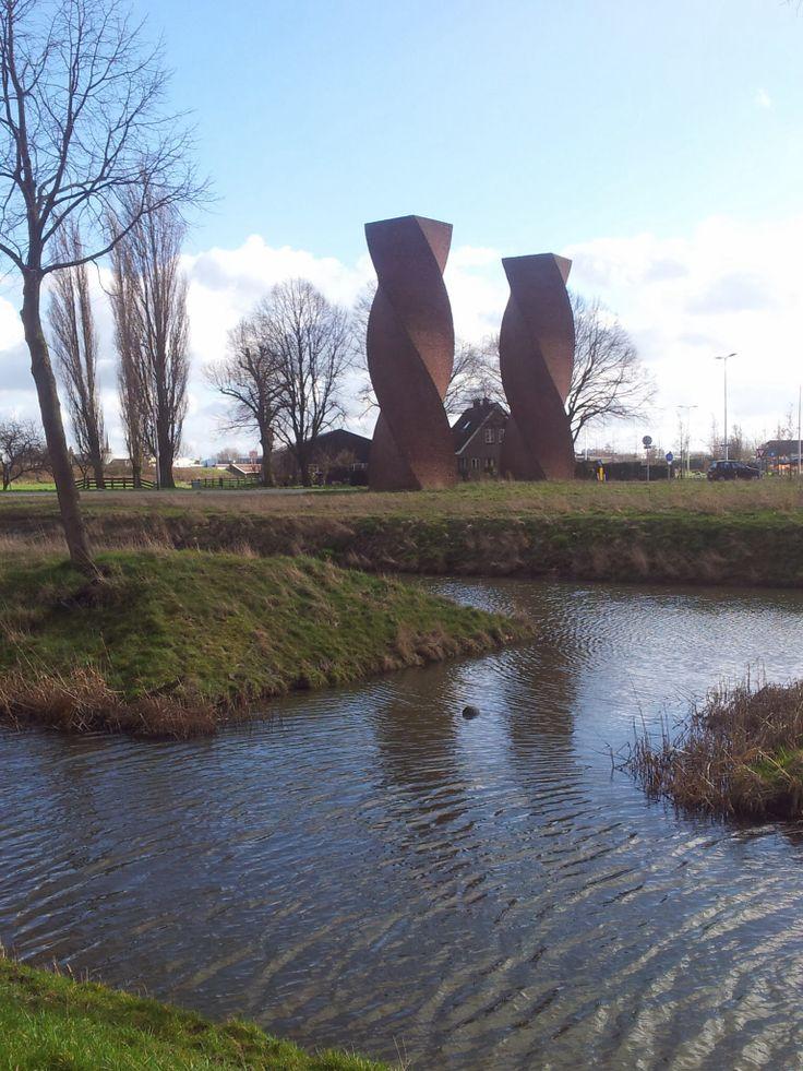 De getordeerde torens van Makkink, oftewel de Wokkels.