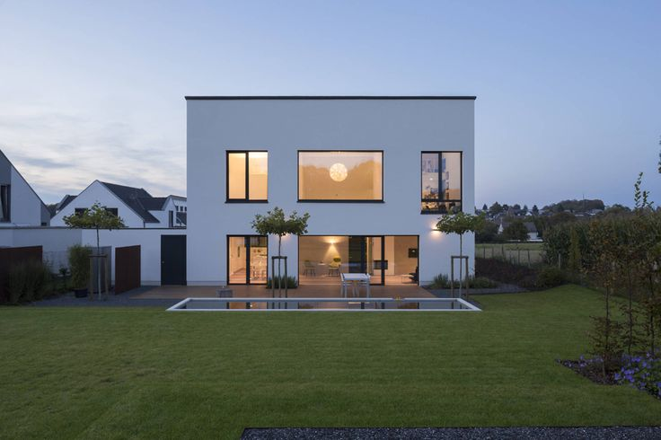 Cette maison cubique familiale inclut des espaces de vie vra…