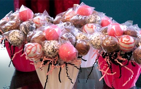Party planners love our cake pops, gift favors and other edible wedding favors.