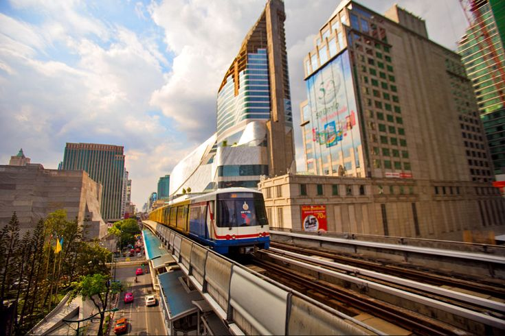 Ploenchit BTS Station, surrounded by luxury hotel chains, serviced apartments and high-rise office buildings, gives you access to all the trendy bars and restaurants in Soi Ruan Rudee as well as Wireless Road. Get off at Ploenchit BTS Station and you are really spoilt for choice in