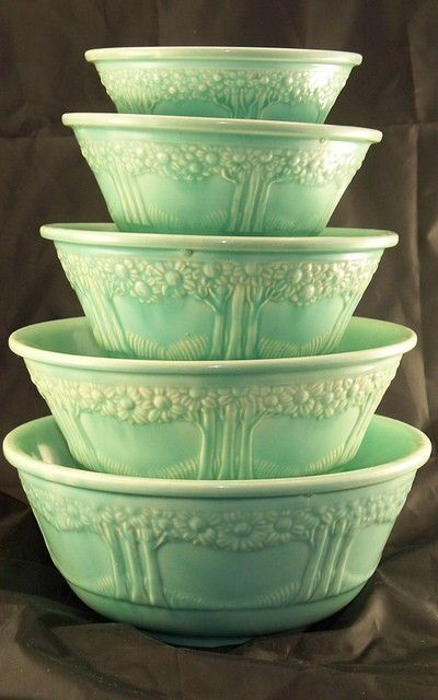"THE APPLETREE SET OF FIVE NESTING BOWLS 5"", 6"", 8"" AND 9"" WAS DESIGNED BY FREDERICK RHEAD. THE BOWLS ARE SOMETIMES REFERRED TO AS ""ORANGE TREE BOWLS"". THE BOWLS CAN BE FOUND UNDECORATED IN GREEN, MELON YELLOW, OLD IVORY AND TURQUOISE WITH TURQUOISE BEING THE MOST COMMON."