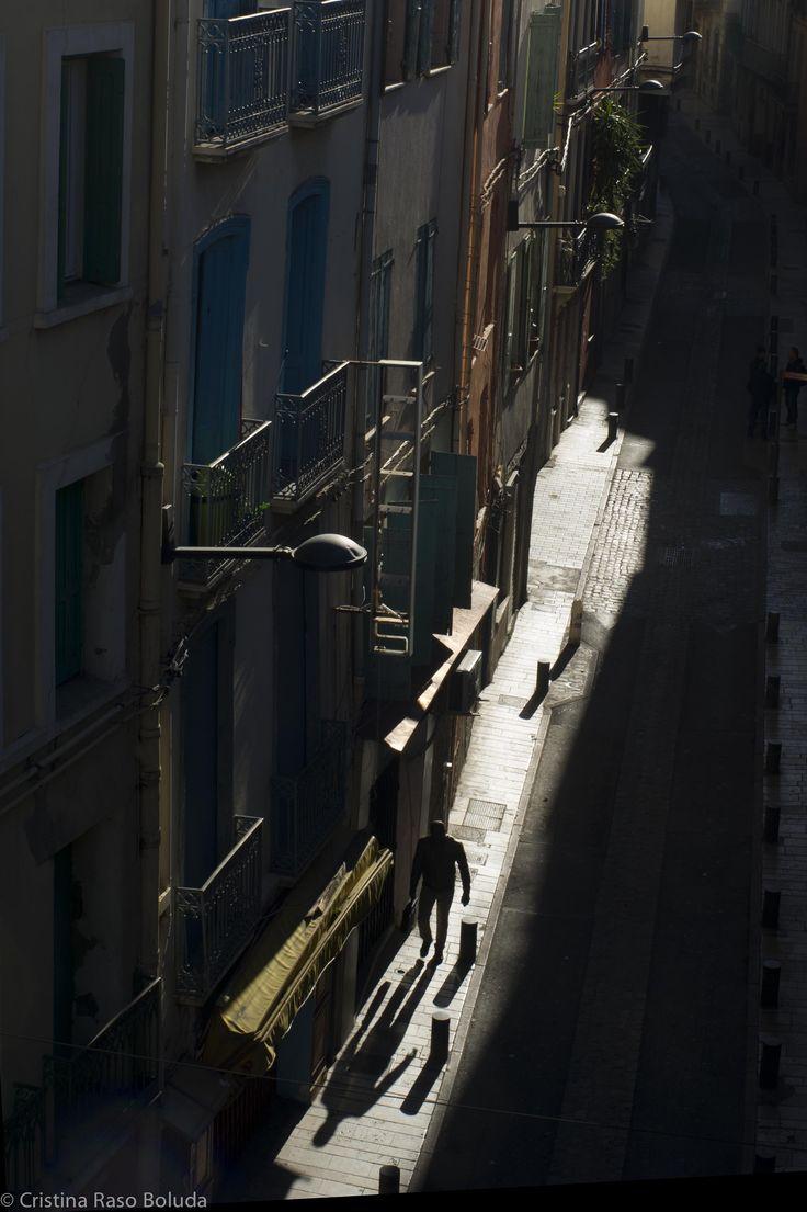 Perpignan desde la terraza de Joao. Amanece con unas luces de un sueño. #Perpignan #urbanlandscape #ligntsandshadows