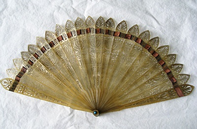 FRENCH ANTIQUE CARVED  BLONDE HORN HAND HELD FAN. EARLY 19TH CENTURY