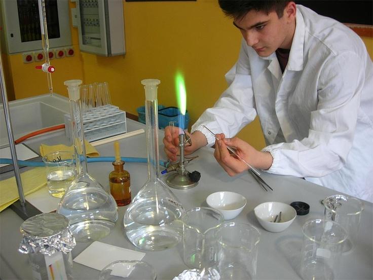 Incontro 28 gennaio: laboratorio di chimica ... piccoli chimici