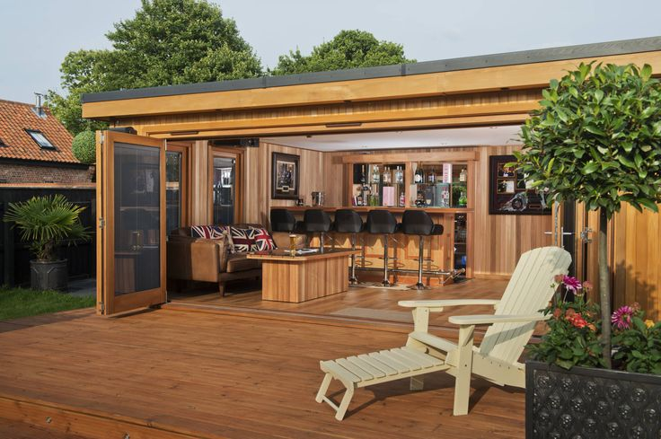 Bespoke garden cinema room with a bar : Modern garage/shed by Crown Pavilions