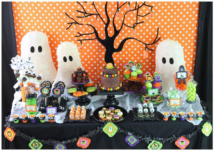 Halloween Dessert and Party Tables