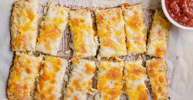 Pečené květákové tyčinky se sýrem a kořením