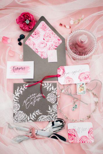 """Утро невесты в саду, стилизованная съемка """"Аромат розовых садов"""". Свадебная полиграфия"""