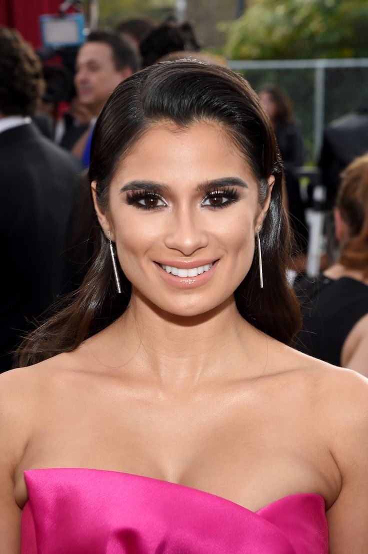 Our favourite look goes to Diane Guerrero, who arrived with dark smoky eyes, lots of kohl liner and a glossy lip to finish. #RedCarpetInspiration #Beauty #BeautyCrew