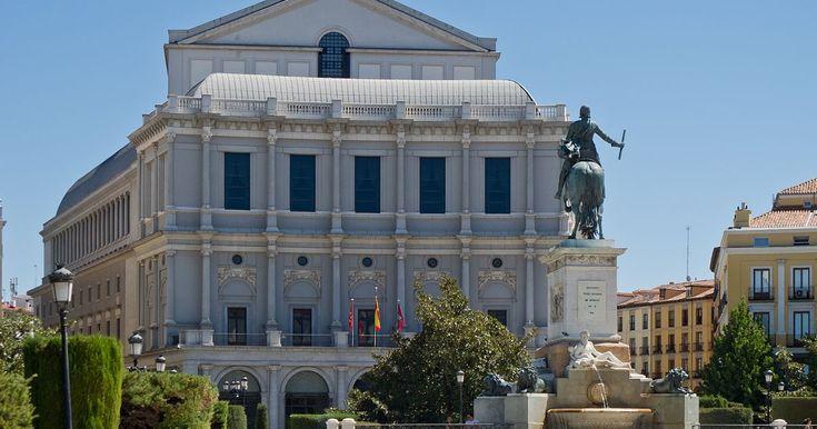 Madrid, una ciudad llena de secretos y rincones por descubrir; una ciudad moderna e histórica, llena de color, de arte… Madrid es, sin du...