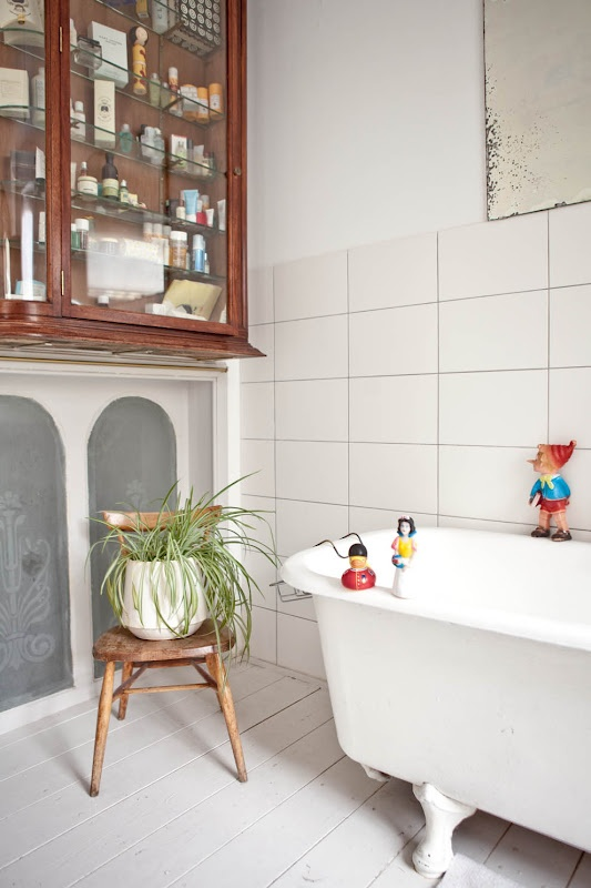 de bain ancienne vitrine industriel justine shabby industriel bains jolies salle prochaine dco nouvelle sdb salle debain - Vitrine Magique Accessoire Salle Deau