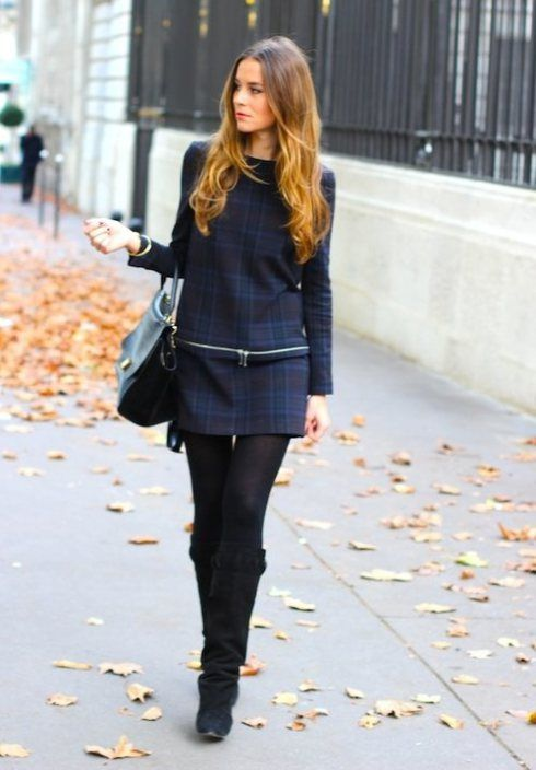 vestido cuadros con botas y medias
