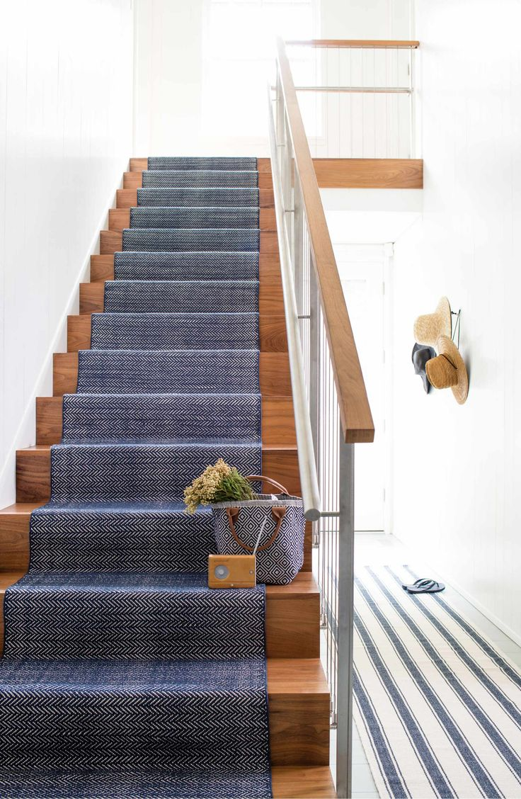 Best Dash Albert Diamond Indoor Outdoor Rug Staircase 400 x 300