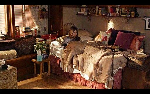 Aria Montgomery room Pll