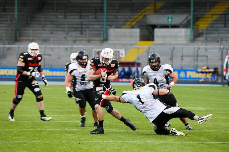 Am kommenden Samstag (6. September 2014, Kick-Off 18 Uhr) treffen die New Yorker Lions im Berliner Mommsenstadion auf die Berlin Rebels (Kick-Off 18 Uhr).