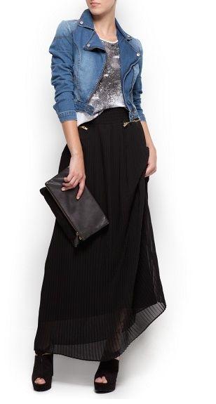 Falda larga negra de Mango, combinada con chaqueta denim