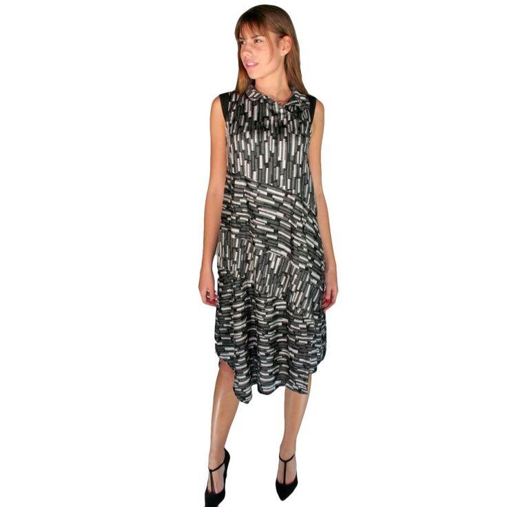 ALE,Αμάνικο ασπρόμαυρο boho φόρεμα, κλείσιμο με κουμπιά γιακά