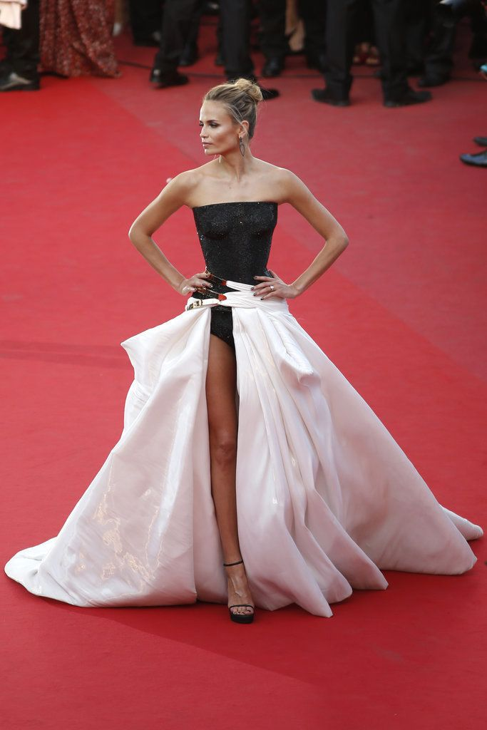 Natasha Poly stunned in what had to be the sexiest dress to walk the red carpet at Cannes! She chose an Atelier Versace design from the Fall 2014 collection. The full skirt boasted a leg slit that exposed her full leg along with her sparkling black bodysuit and strappy pumps.