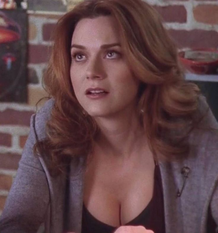 Peyton pregnant in season 6 at Red Bedroom Records    One Tree Hill    Pinterest   Red bedrooms. Peyton pregnant in season 6 at Red Bedroom Records    One Tree