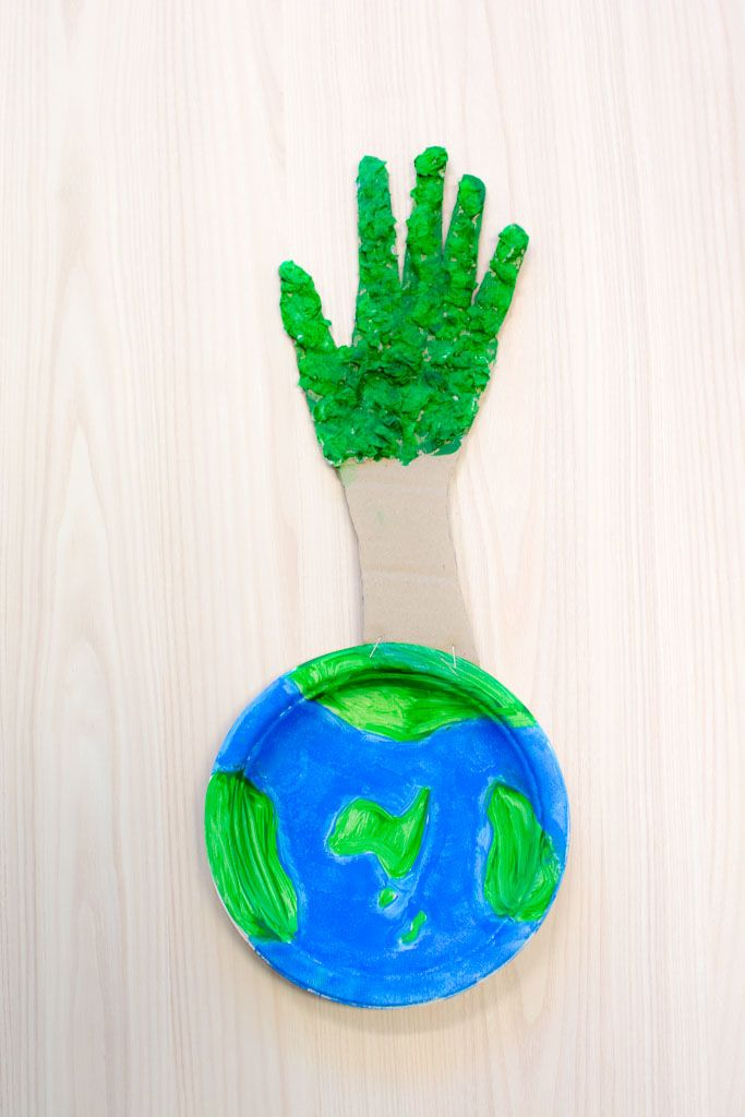 Give the world a hand  To celebrate World Environment Day and aid your child in identifying as a member of the worldwide community, help your child to complete this great piece of craft!  By painting the globe you are helping your child to identify the world around them and the hand shaped tree will give them a sense of belonging to the environment and connection with nature.  All items needed for this activity can be purchased from your local supermarket or discount store.