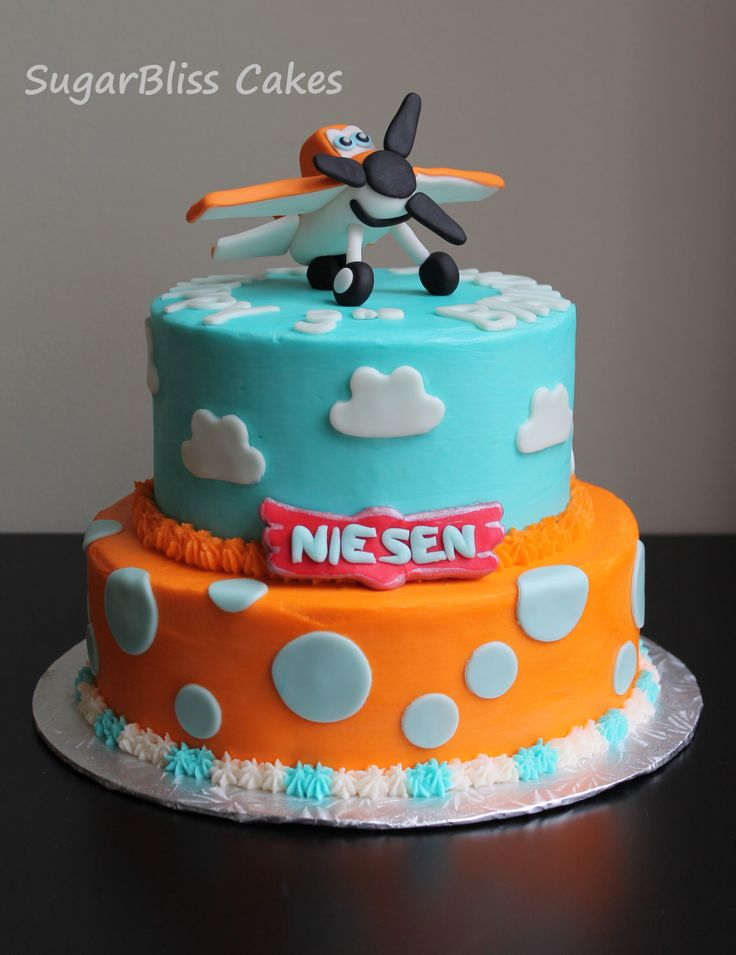 Disney Planes cake with fondant Dusty figurine
