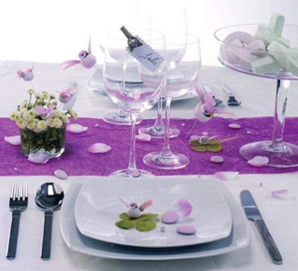 décoration de table violet et blanc