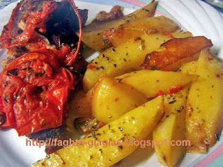 Τα φαγητά της γιαγιάς: Χοιρινό μπούτι στη γάστρα με πιπεριές και ντομάτα