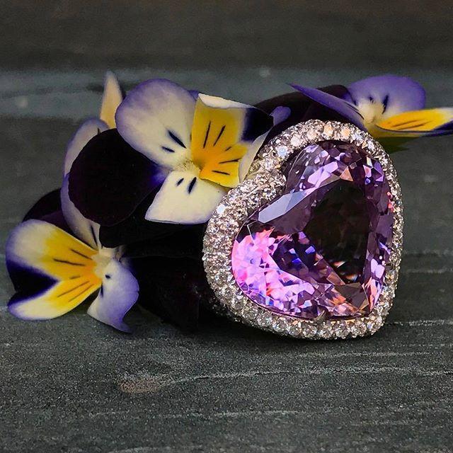 Margherita Burgener High jewellery  Anello Cuore in #kunzite e #diamanti