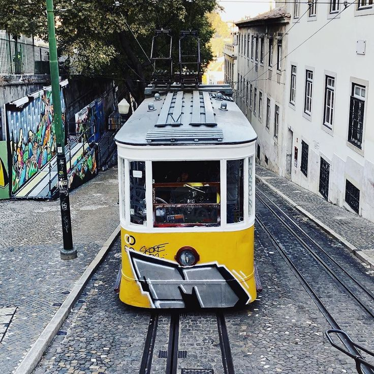 #tram #yellowtrum #portugal #lisboa #lisbon #travel #travelblogger