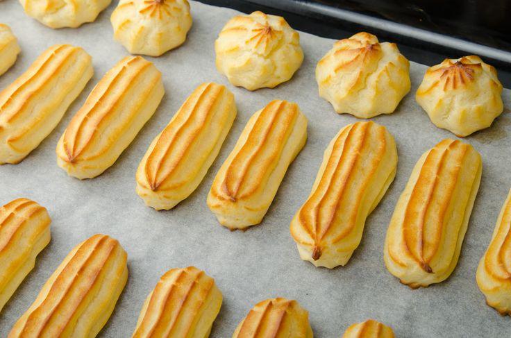 Az olaszok és a franciák nagy mesterei az égetett tészta művészetének: számos finomabbnál finomabb édességük épül erre az egyszerű, de mégis isteni finom különlegességre. A legfinomabb természetesen ebből is a házi verzió, így most megmutatjuk, hogyan lehet elkészíteni otthon!