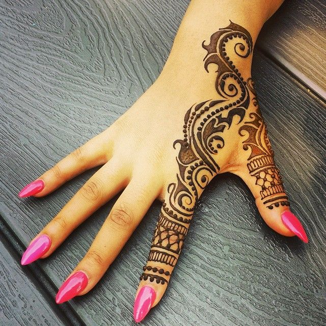 Simple Line #Henna By Divya.