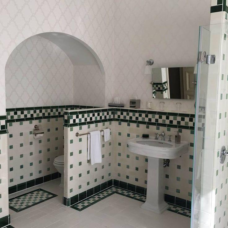 les 25 meilleures id es de la cat gorie salle de bain art deco sur pinterest miroir sans bord. Black Bedroom Furniture Sets. Home Design Ideas