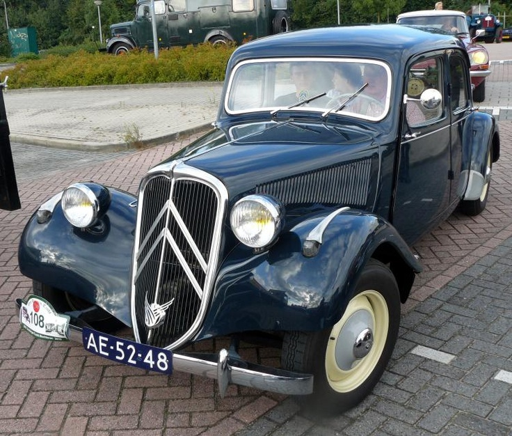 Citroën 11B Traction Avant 1955 - (we used to have one of these and once it run on three wheels.....:o))...)!!