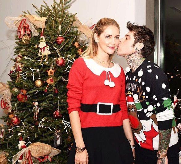 Fedez pose ammiccanti con Chiara Ferragni nel giorno di Natale: guarda!