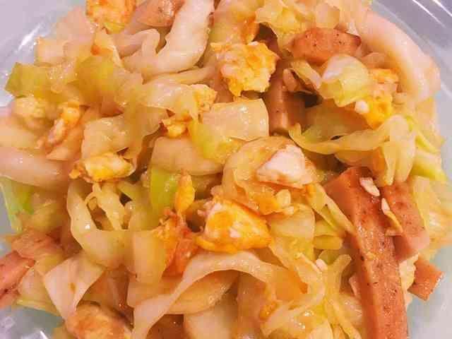 タイ料理: キャベツと卵のナンプラー炒めの画像