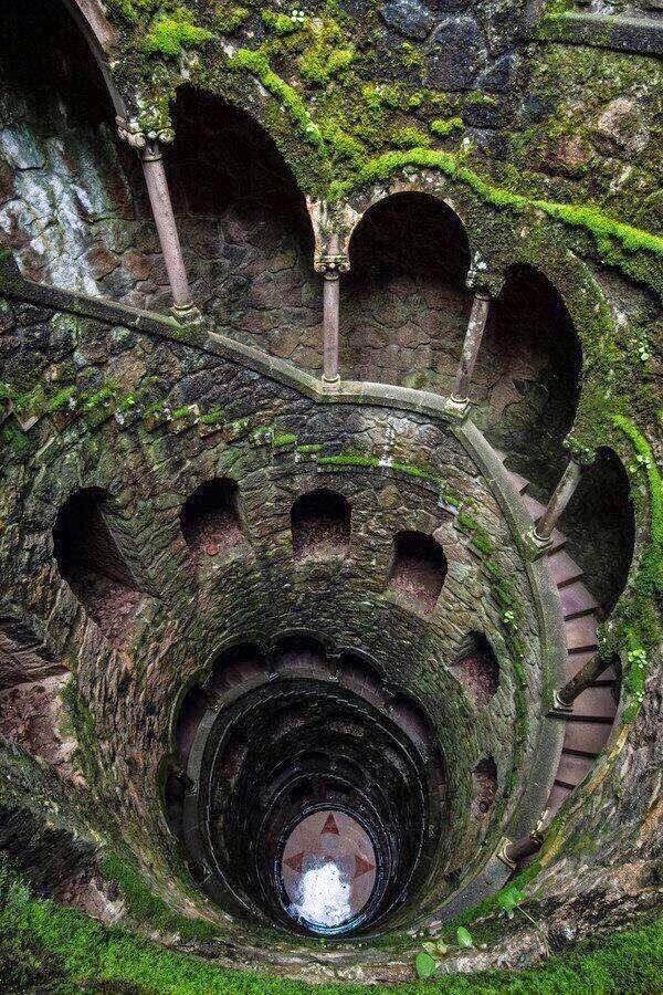 Keepin' Babel at Bay: Beautiful Photographs of Abandoned Places