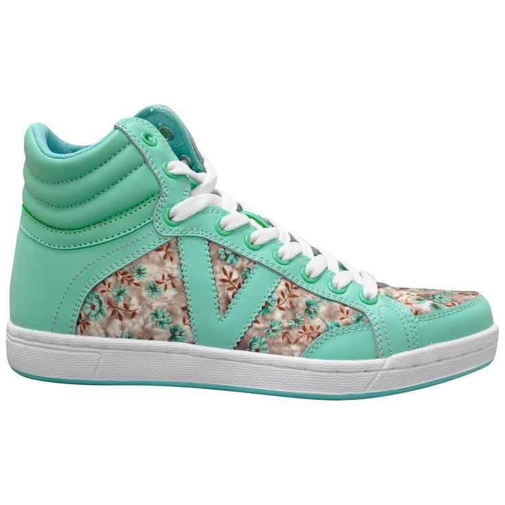 Sweet sneakers! Look cute while looking casual on campus