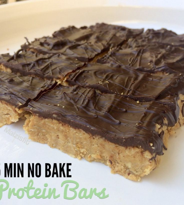 Easy No Bake Peanut Butter Protein Bars 1/2 cup peanut butter (I use crunchy for added texture) 1/2 cup honey 2/3 cup oats 2 and 1/2 scoops protein powder 2 tbsp water (if needed) 1/3 cup dark chocolate chips