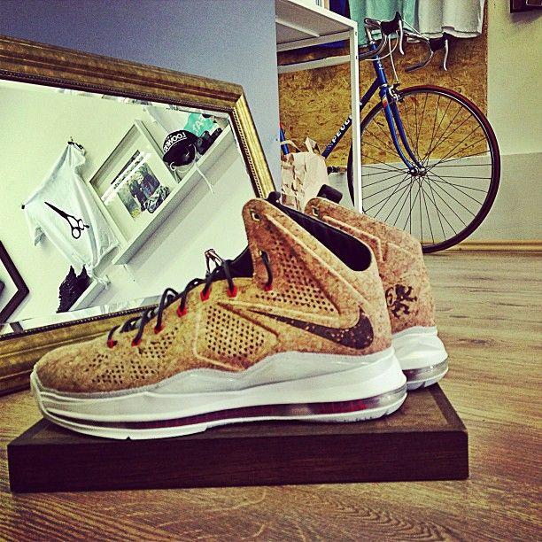 #lebronX #lebroncork #sneakerbarber