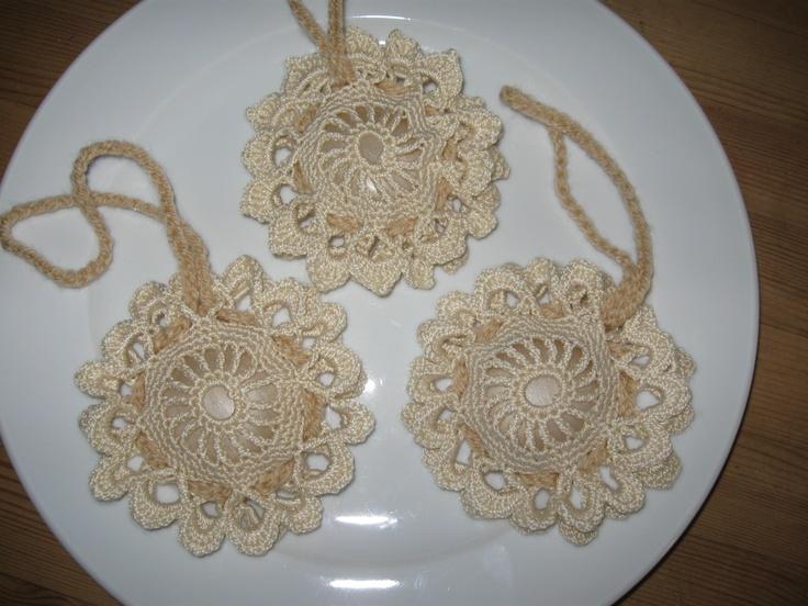 diy crochet: soap holders  http://ietsiepietsiekitschie.blogspot.nl/