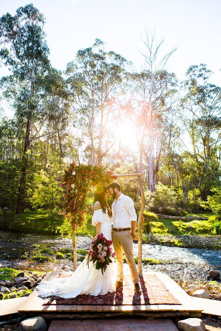Love the venue/the dress | funky-wedding-mariage-tipis-hippie-boheme (28)