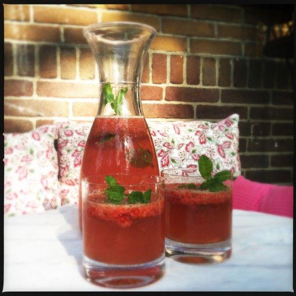 Sparkling strawberry mint lemonade